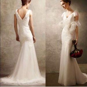 Like new WHITE by Vera Wang ivory wedding dress
